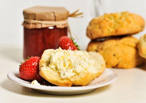 muf.cakes.scones_raisinscone2